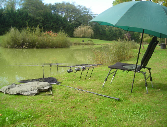 Private fishing lakes in france with accommodation big carp for Private fishing lakes